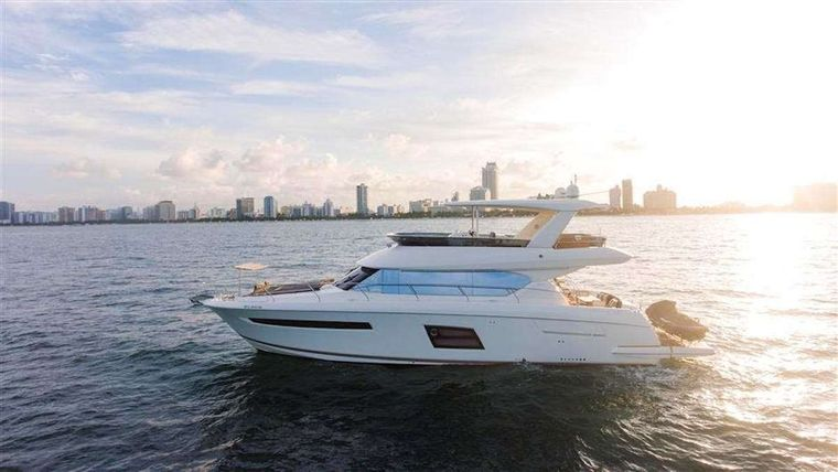 LA PEQUE Yacht Charter - Ritzy Charters