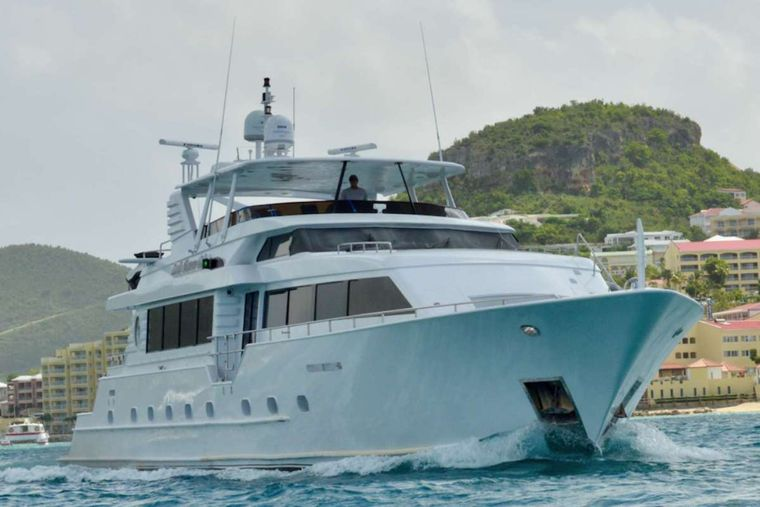 DESLIZE Yacht Charter - Ritzy Charters