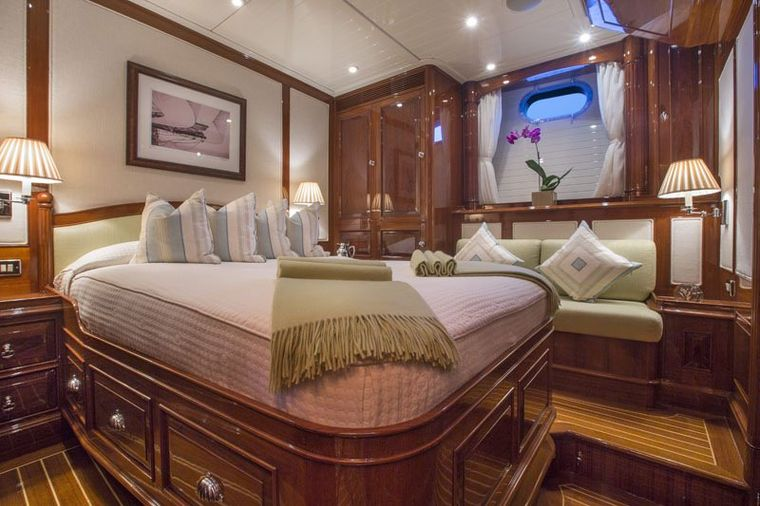 WHISPER Yacht Charter - Guest double stateroom