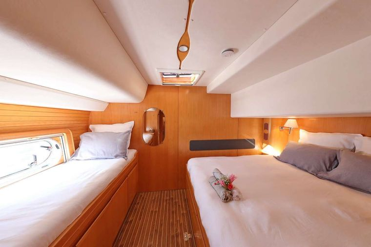 OCEAN MED Yacht Charter - Easy access to the water