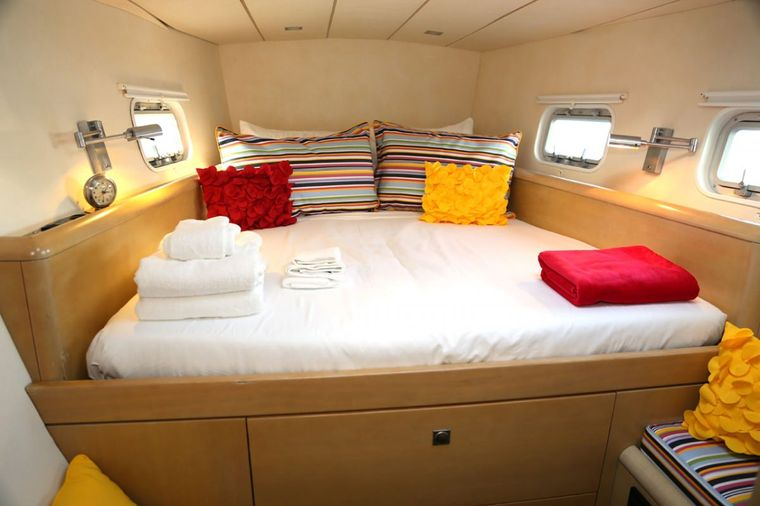 FUERTE 3 Yacht Charter - Guest stateroom #1 (starboard forward)
