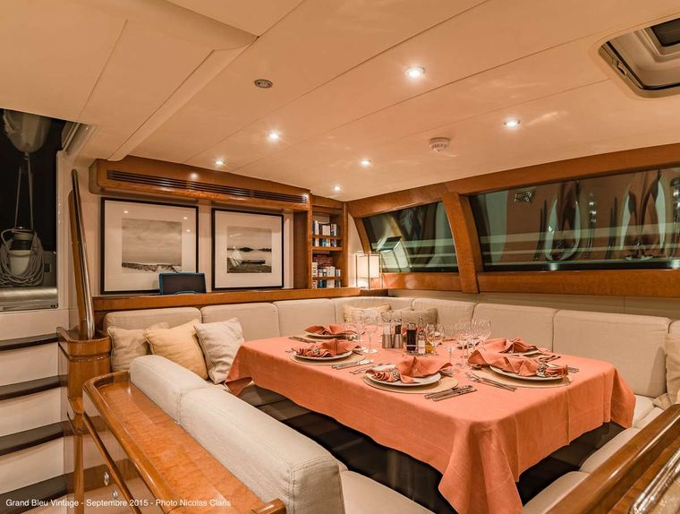 GRAND BLEU VINTAGE Yacht Charter - The salon with dining area