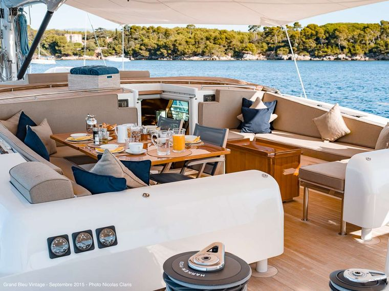 GRAND BLEU VINTAGE Yacht Charter - Breakfast in the cockpit