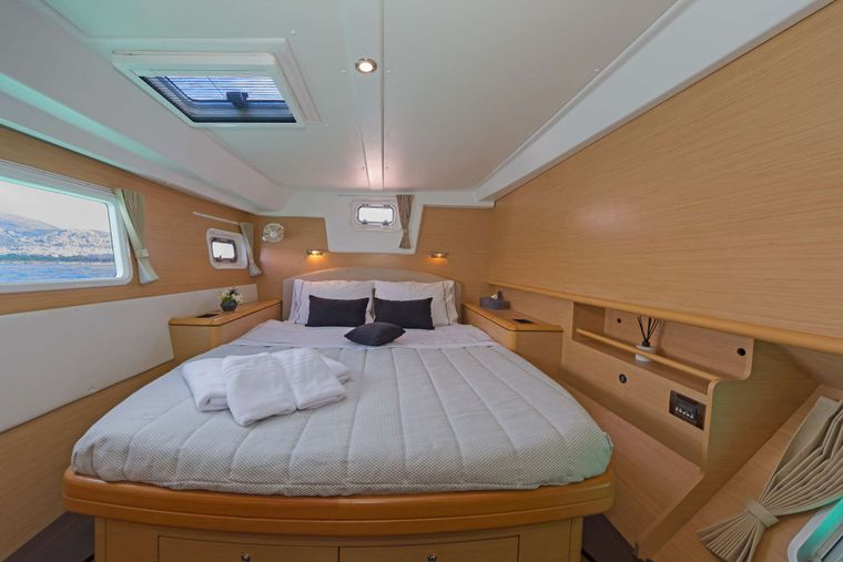 IDEA! Yacht Charter - Guest Cabin aft stb side