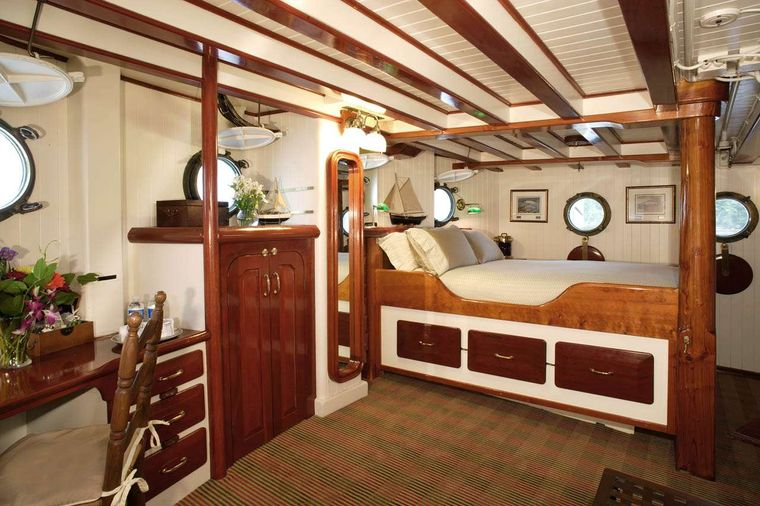 PACIFIC YELLOWFIN Yacht Charter - Master Stateroom on Main Deck
