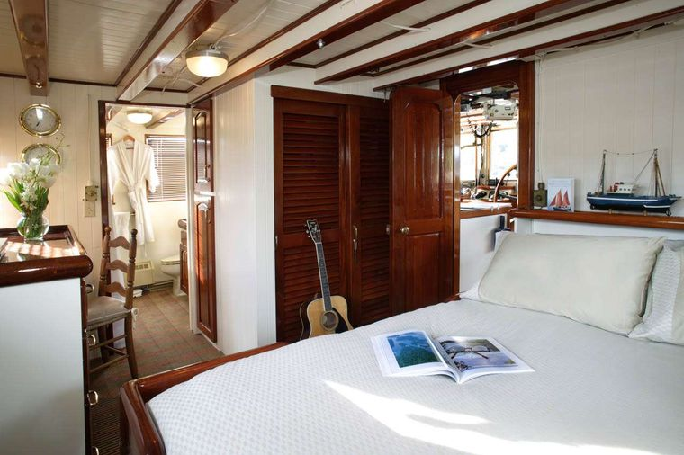 PACIFIC YELLOWFIN Yacht Charter - VIP Stateroom on Top Deck
