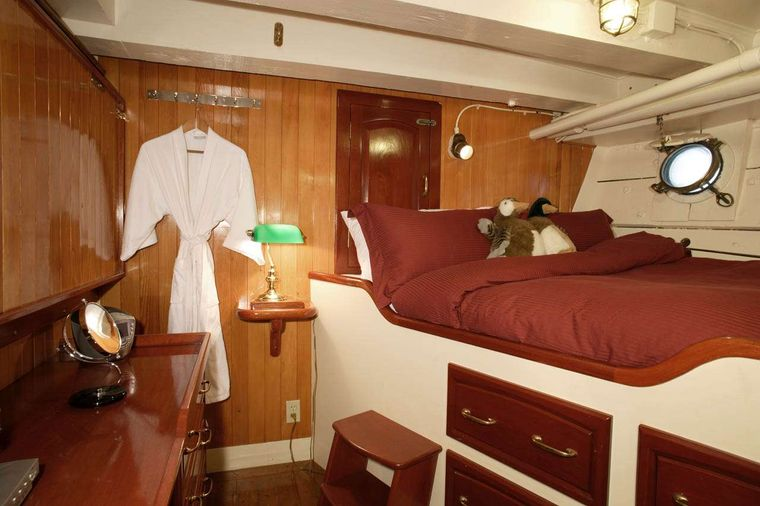 PACIFIC YELLOWFIN Yacht Charter - ORCAS CABIN. Additional drop down single bed not shown.