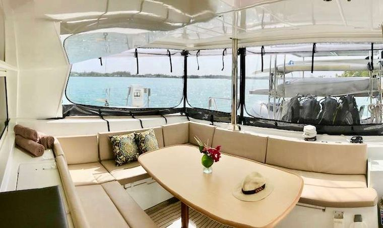 CATATONIC 500 Yacht Charter - Exterior Dining