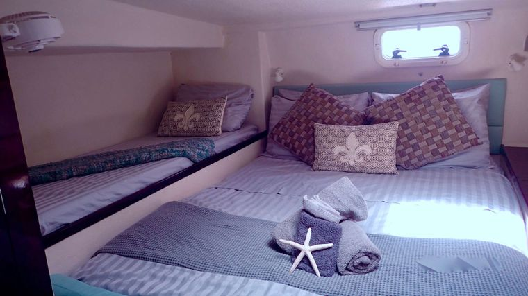 NUTMEG Yacht Charter - Aft double cabin with pullman berth