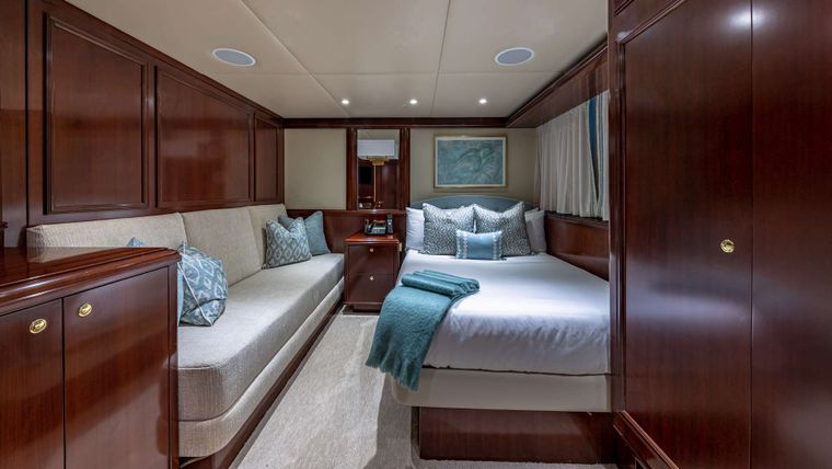 STARSHIP Yacht Charter - Guest Stateroom with Pullman