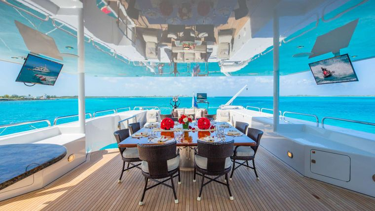 STARSHIP Yacht Charter - Flybridge Dining