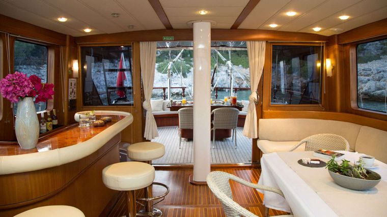 SERENITY 70 Yacht Charter - Saloon