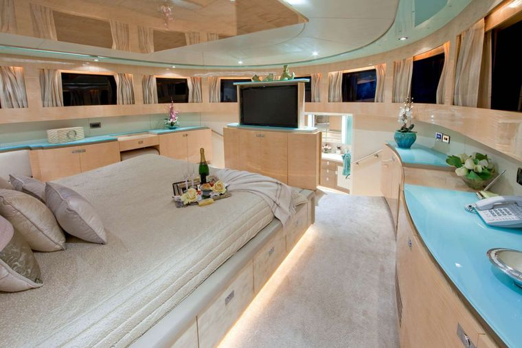 LORAX Yacht Charter - Master Stateroom