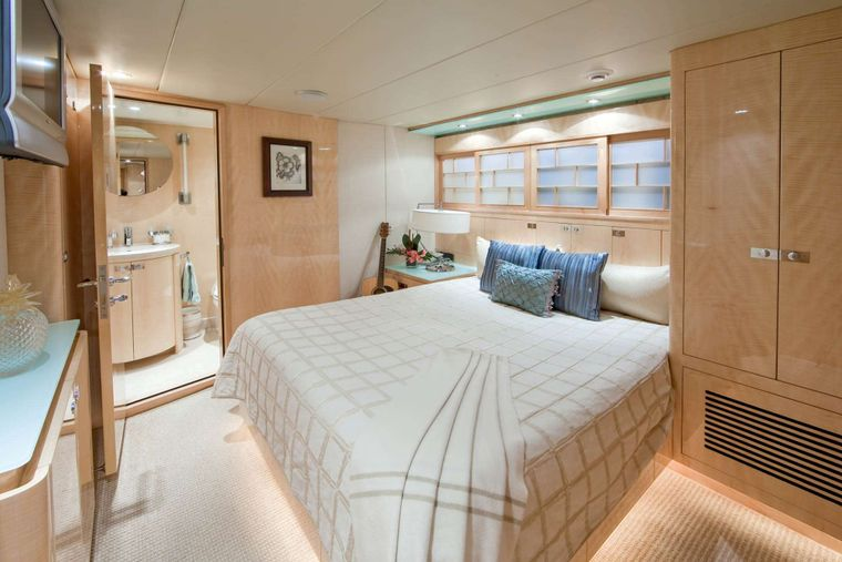 LORAX Yacht Charter - Port Guest Stateroom