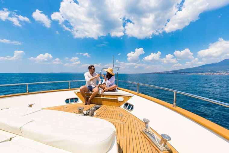 RIVIERA Yacht Charter - Foredeck