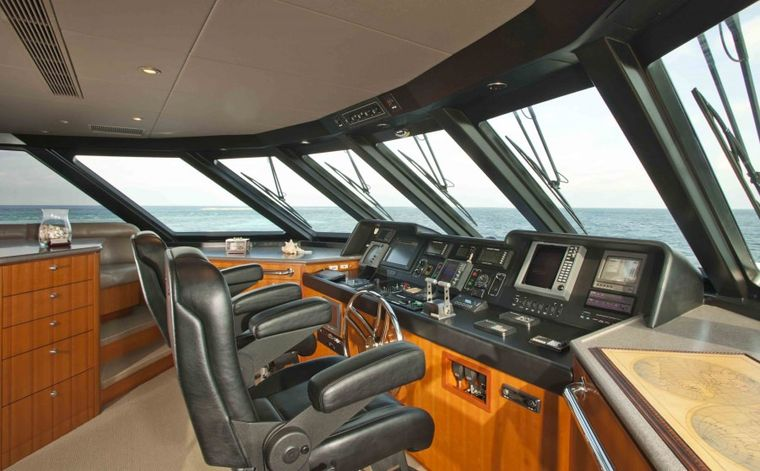 MURPHY'S LAW Yacht Charter - Pilot House/ Bridge