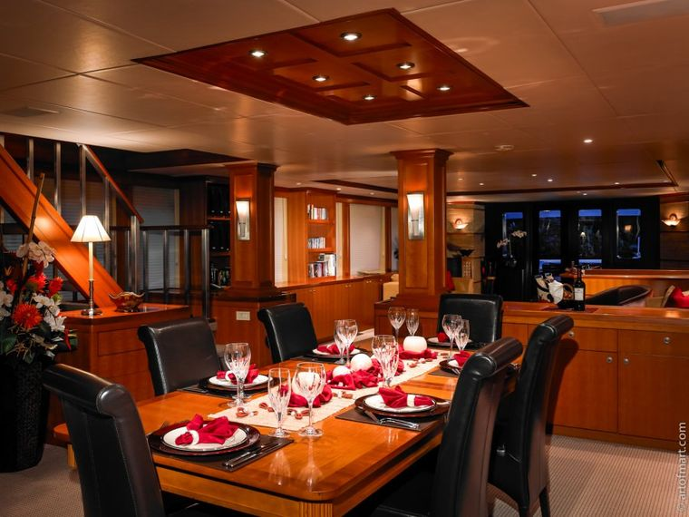 MURPHY'S LAW Yacht Charter - Dining Salon