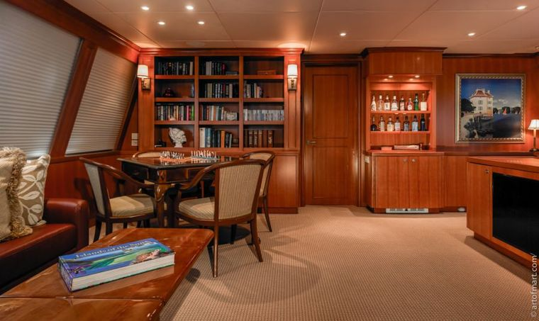 MURPHY'S LAW Yacht Charter - Skylounge