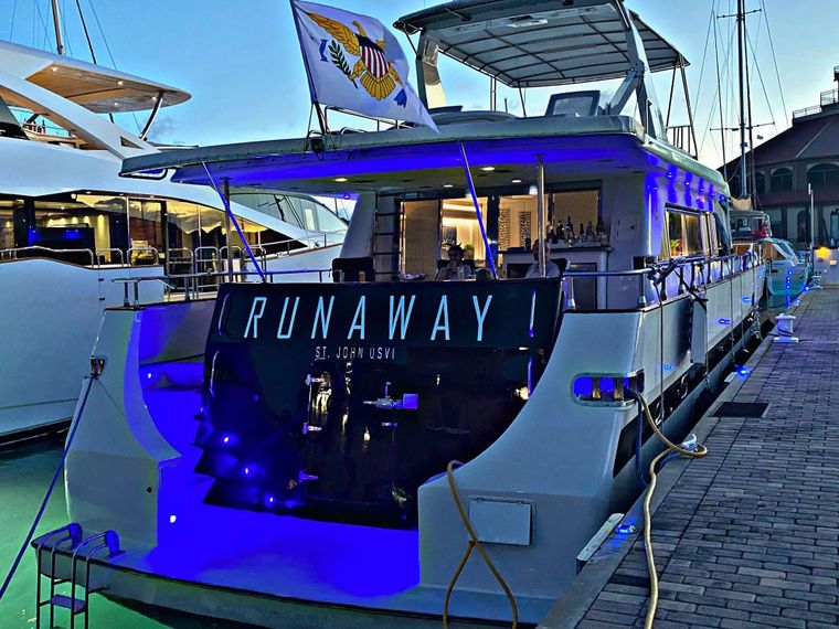 RUNAWAY Yacht Charter - Easy Water Access