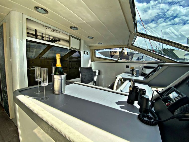 RUNAWAY Yacht Charter - Enjoy a glass as Runaway powers along