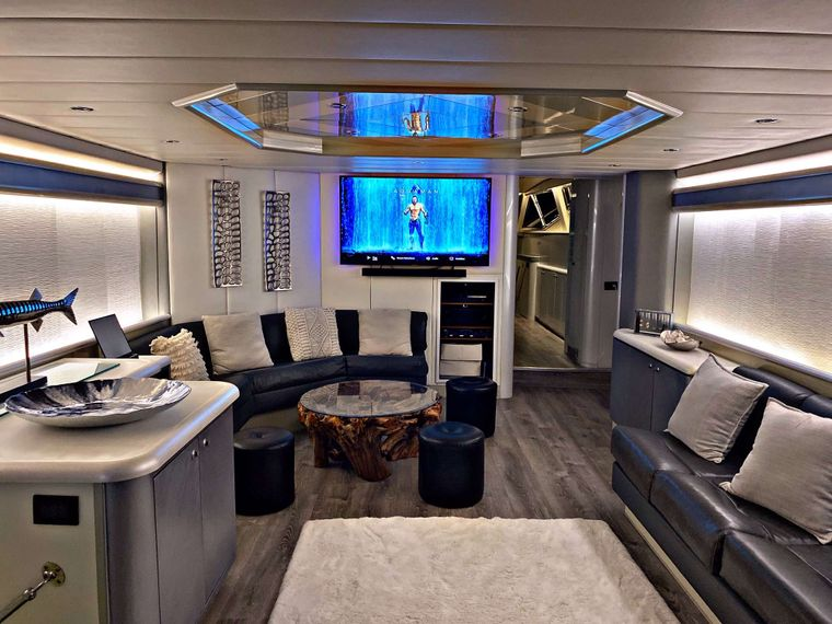 RUNAWAY Yacht Charter - Main Salon looking aft