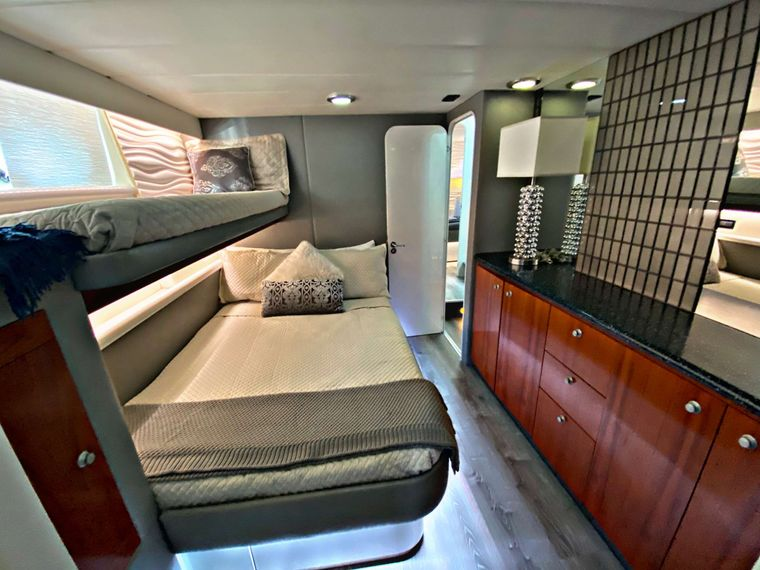 RUNAWAY Yacht Charter - Port Stateroom - Ensuite Double w/single above