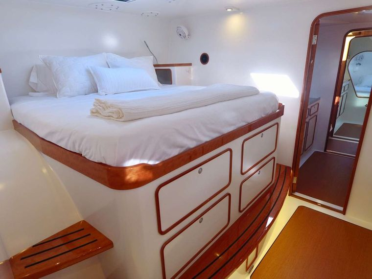 SKYLARK Yacht Charter - Forward master queen suite