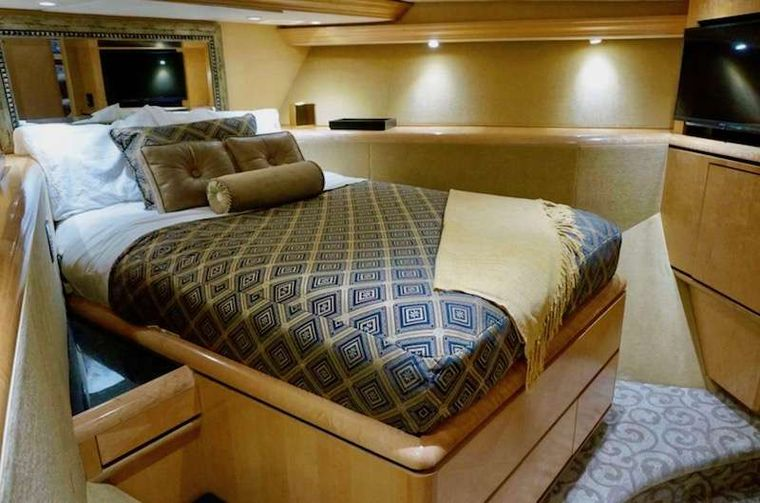 LADY SHARON GALE Yacht Charter - VIP Queen Bed Stateroom