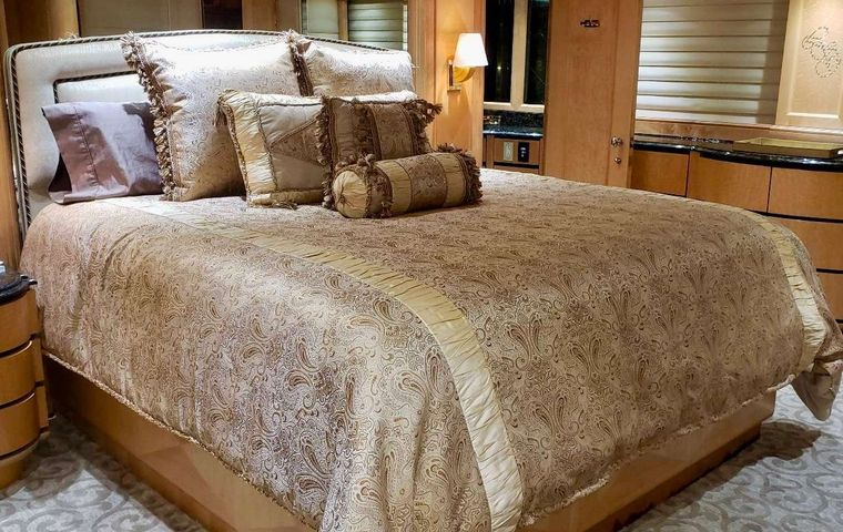 LADY SHARON GALE Yacht Charter - Deluxe Primary Stateroom