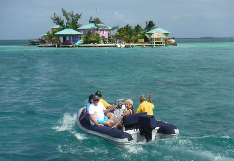 DREAMING ON Yacht Charter - Dinghy at King Lewey Caye
