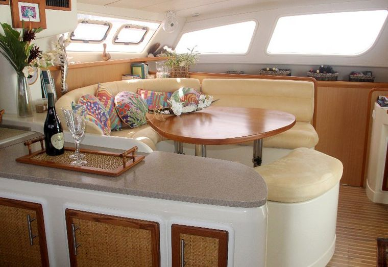 DREAMING ON Yacht Charter - Salon