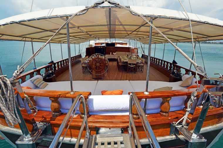 HOLIDAY X Yacht Charter - Fore Deck Dining