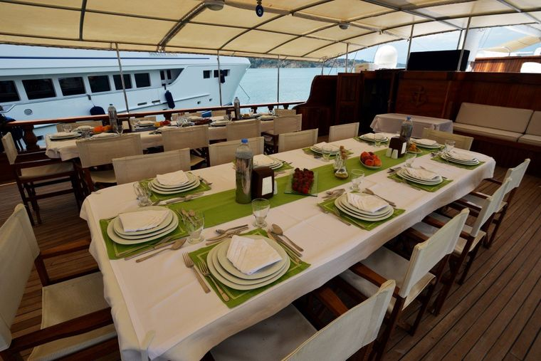 HOLIDAY X Yacht Charter - Fore Deck Settee