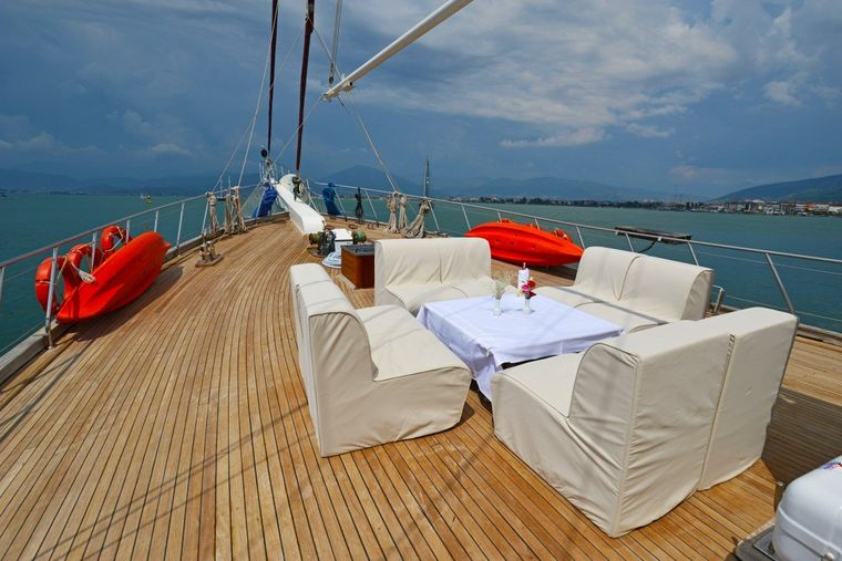 HOLIDAY X Yacht Charter - Double Cabin