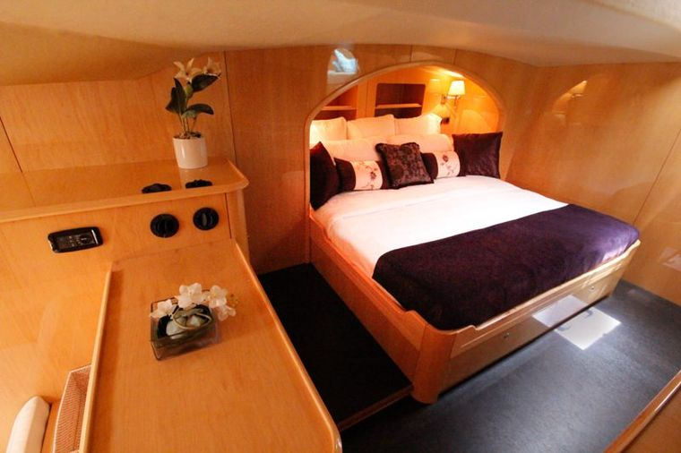 ELYSIUM Yacht Charter - Master king bed in alcove