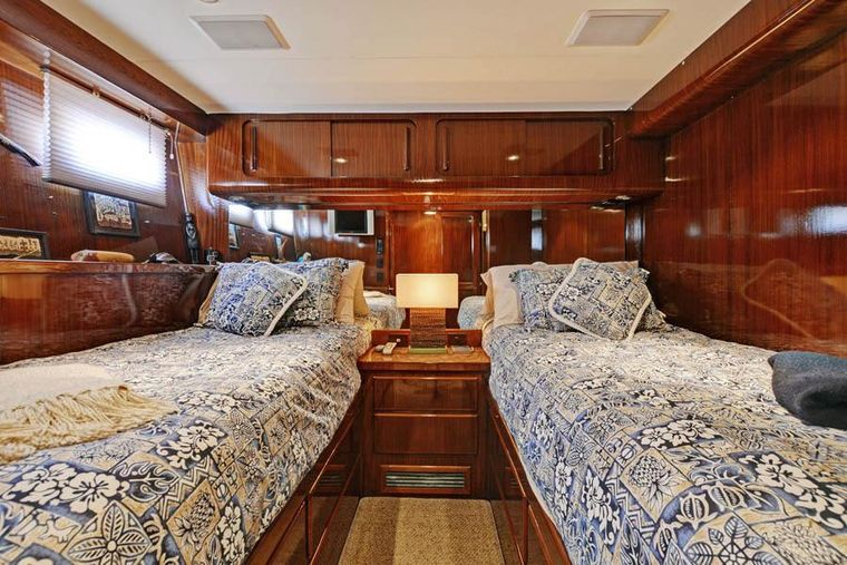 NORTHERN LIGHT Yacht Charter - Guest Stateroom with 2 Twin Beds