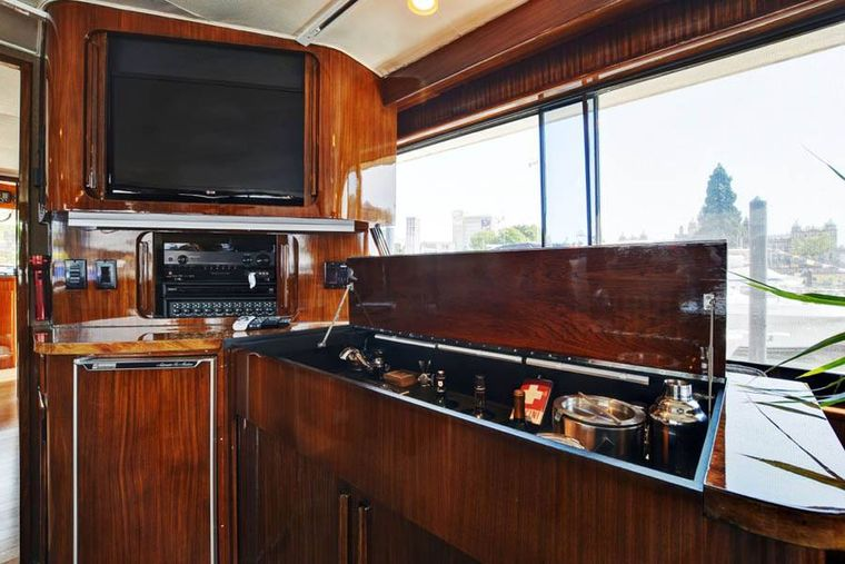 NORTHERN LIGHT Yacht Charter - Bar and TV next to Dining Area