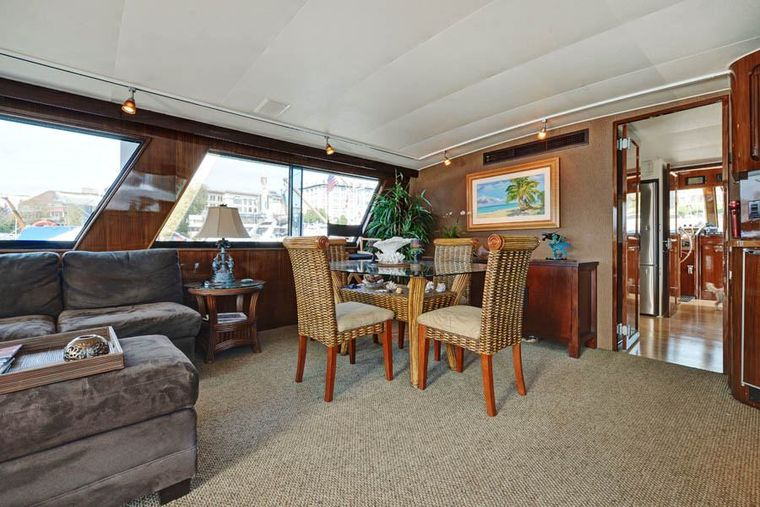 NORTHERN LIGHT Yacht Charter - Dining Area seats 6