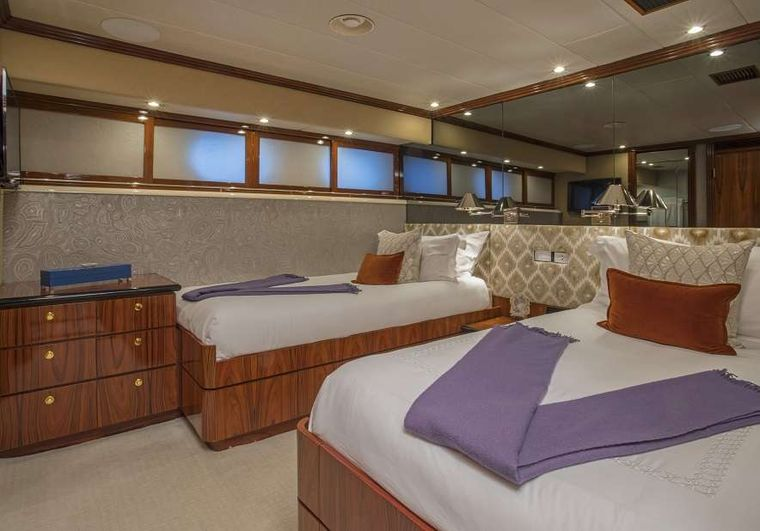 SWEET ESCAPE Yacht Charter - Convertible Twin-King Stateroom