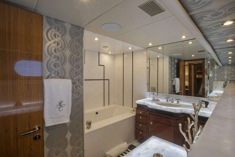 SWEET ESCAPE Yacht Charter - Master Bath with Jacuzzi for Her