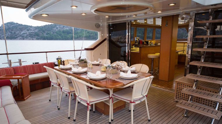 SERENITY 86 Yacht Charter - AFT SEATING AREA