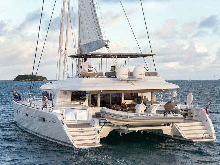 SAIL AWAY Yacht Charter - The transom platforms