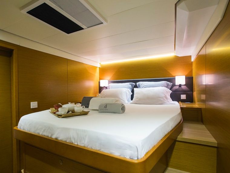 SAIL AWAY Yacht Charter - Guest double forward cabin (port side)