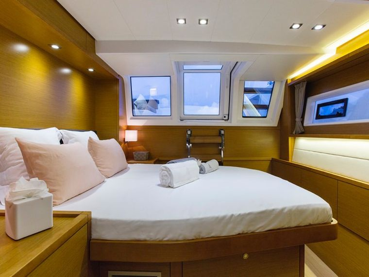SAIL AWAY Yacht Charter - Guest aft double cabin (port side)