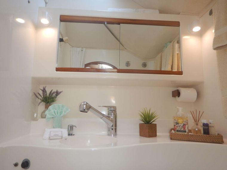 VISION Yacht Charter - Bathrooms