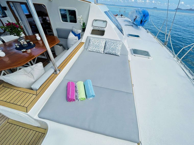VISION Yacht Charter - Side Lounge Area