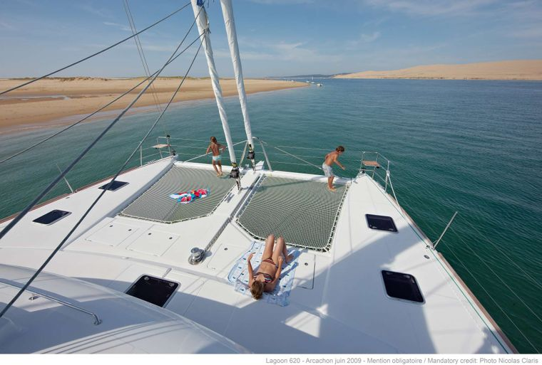 FIREFLY Yacht Charter - Trampolines (sistership)