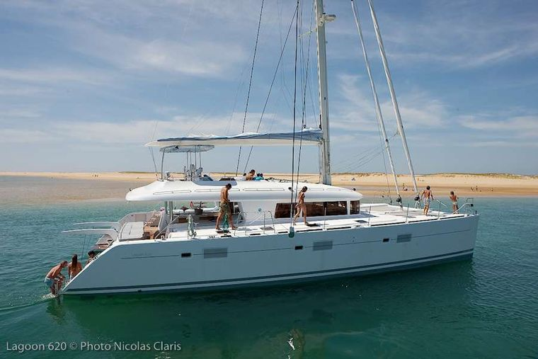 FIREFLY Yacht Charter - At anchorage (sistership)