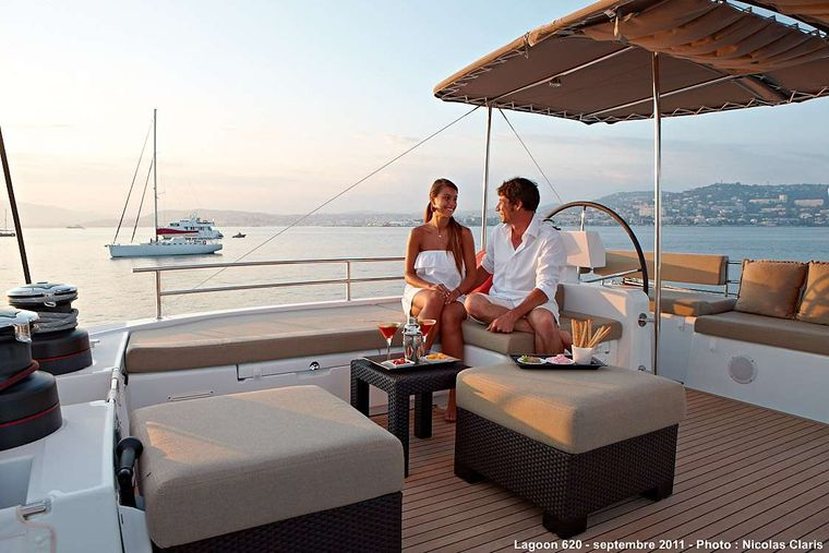 FIREFLY Yacht Charter - Cocktail time in the flybridge