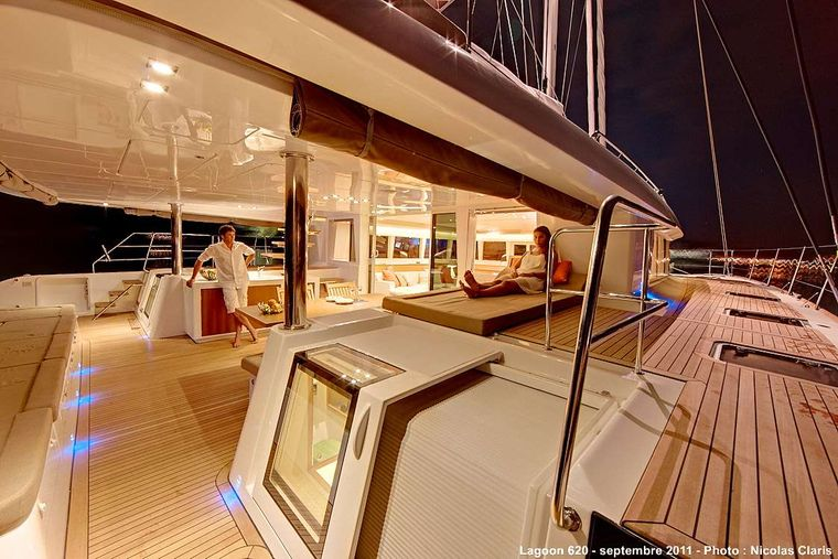 FIREFLY Yacht Charter - Easy movement about the deck